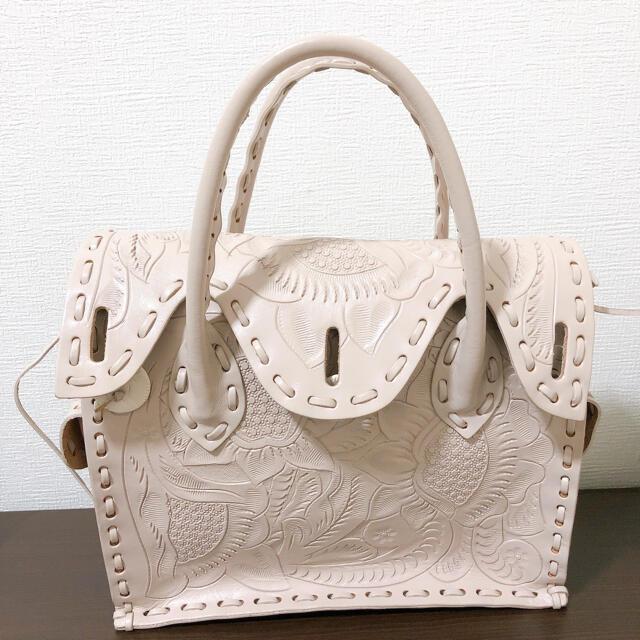 GRACE CONTINENTAL(グレースコンチネンタル)の美品✨ グレースコンチネンタル カービングバッグ レディースのバッグ(ハンドバッグ)の商品写真