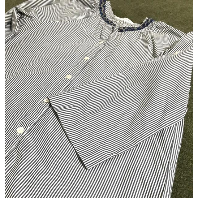 UNITED ARROWS(ユナイテッドアローズ)のUnited  arrows ビジュー付きブラウス レディースのトップス(シャツ/ブラウス(長袖/七分))の商品写真