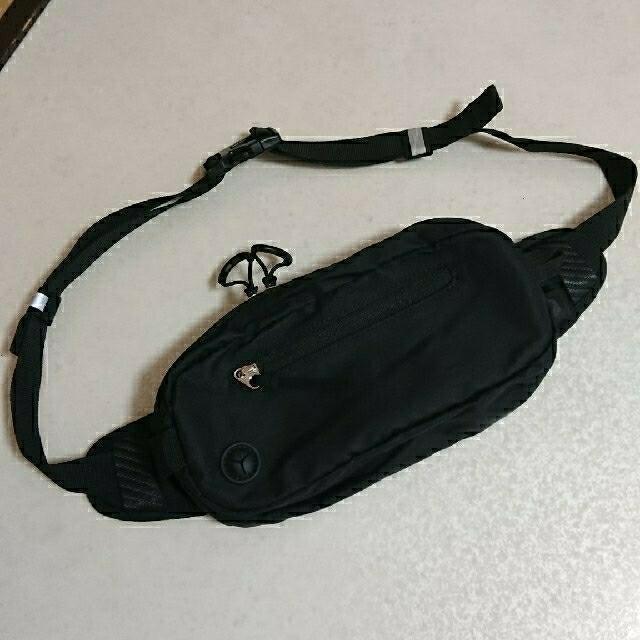 emmi atelier(エミアトリエ)の未使用 emmi×asics ウエストポーチ ボディバッグ  エミ×アシックス レディースのバッグ(ボディバッグ/ウエストポーチ)の商品写真
