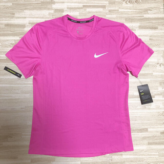ナイキ(NIKE)の新品Tシャツピンク NIKE ナイキ ランニングウェア(ウェア)