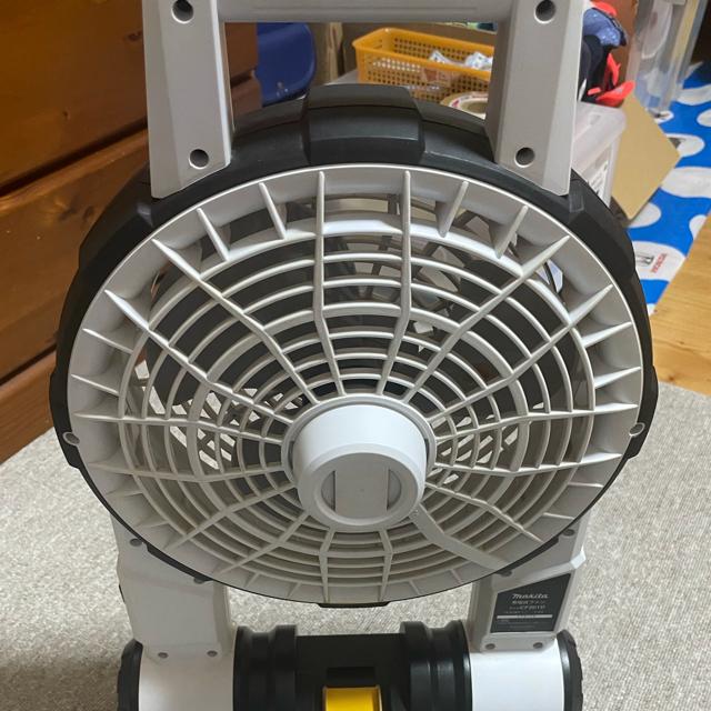 Makita(マキタ)のmakita 充電式ファン モデルCF201DZW スマホ/家電/カメラの冷暖房/空調(扇風機)の商品写真