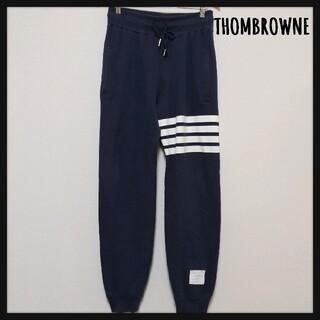 トムブラウン(THOM BROWNE)の【大人気】THOM BROWNE スウェット パンツ ライン ジョガー 紺(その他)