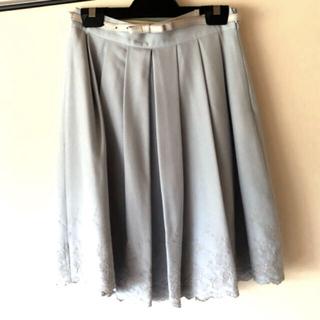 レストローズ(L'EST ROSE)のLESTROSE 水色刺繍スカート ベルト付き(ひざ丈スカート)