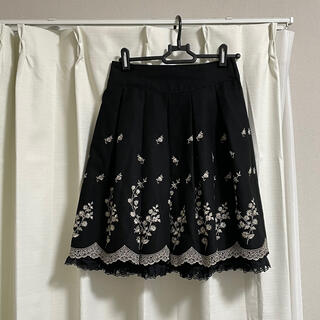 レストローズ(L'EST ROSE)のLEST ROSE 刺繍花柄スカート ブラック(ひざ丈スカート)