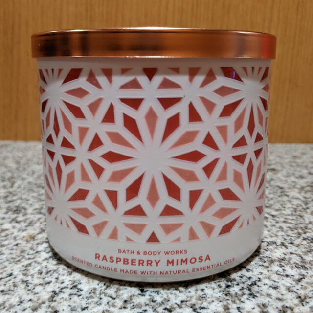 Bath & Body Works(バスアンドボディーワークス)の3芯キャンドル コスメ/美容のリラクゼーション(キャンドル)の商品写真