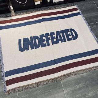アンディフィーテッド(UNDEFEATED)のおしゃれ 室内    カーペット ラグ タペストリー UNDEFEATED 白(その他)