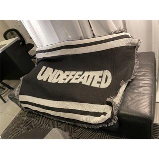アンディフィーテッド(UNDEFEATED)のおしゃれ 室内    カーペット ラグ タペストリー UNDEFEATED 黑(その他)