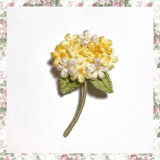 フラワーブローチ*双葉のお花〜クリームイエローmix(コサージュ/ブローチ)