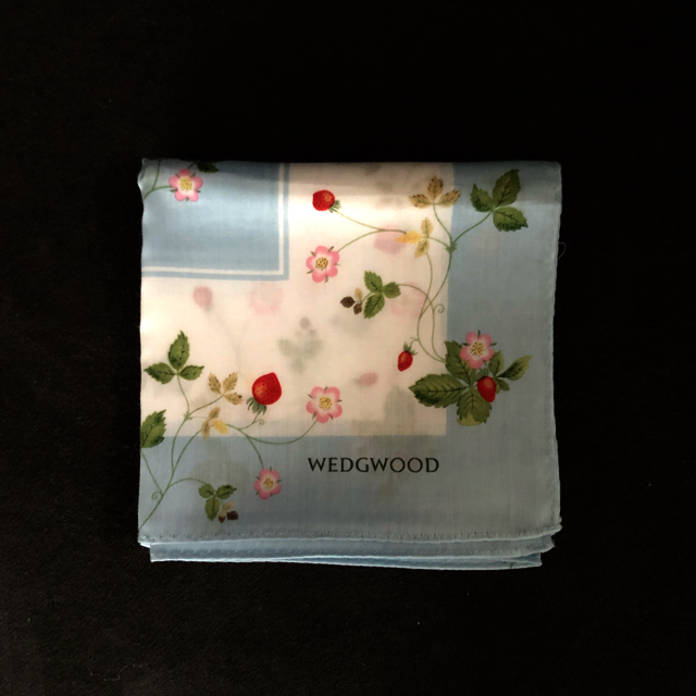 WEDGWOOD(ウェッジウッド)のウエッジウッド フェイスタオル2枚 &ハンカチのセット インテリア/住まい/日用品の日用品/生活雑貨/旅行(タオル/バス用品)の商品写真