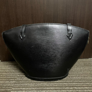 LOUIS VUITTON - LOUIS VUITTON エピ ブラック