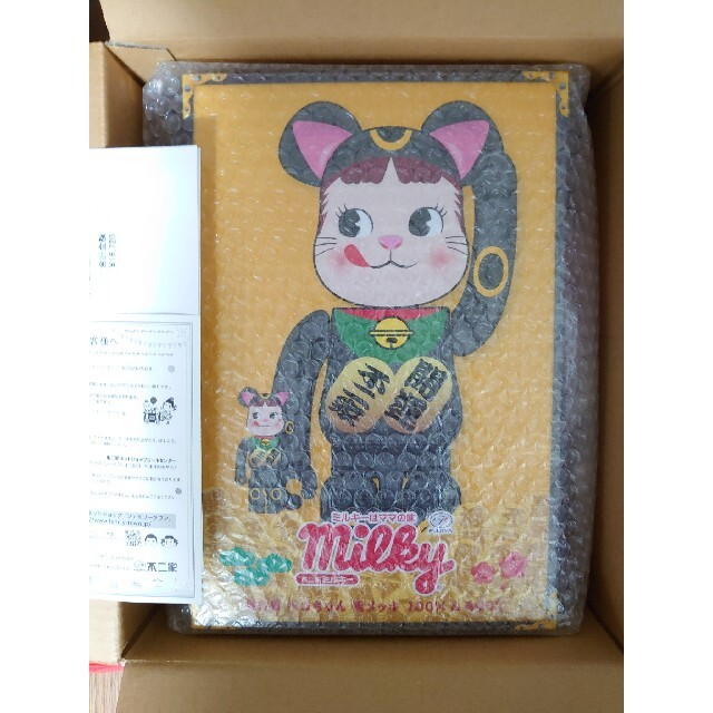 MEDICOM TOY(メディコムトイ)の沸騰中!BE@RBRICK 招き猫 ペコちゃん 黒メッキ 100%&400% エンタメ/ホビーのフィギュア(その他)の商品写真