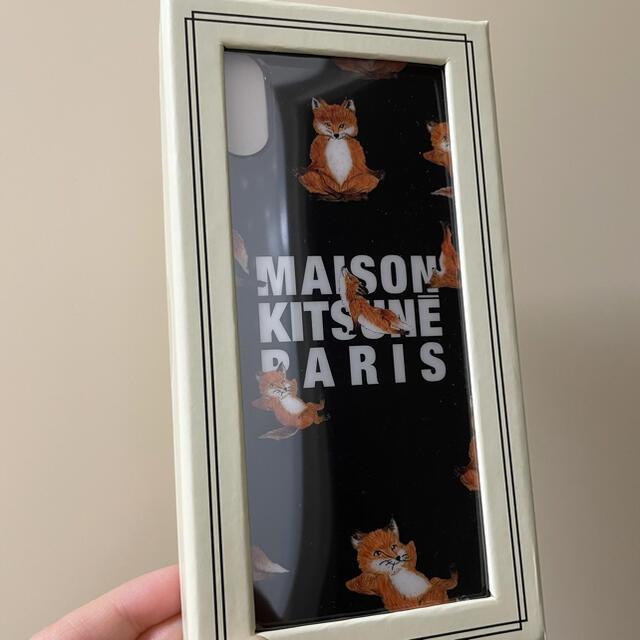 MAISON KITSUNE'(メゾンキツネ)のIPHONE CASE YOGA FOX スマホ/家電/カメラのスマホアクセサリー(iPhoneケース)の商品写真