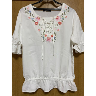 アベイル(Avail)のAvail アベイル 白 ブラウス シャツ 花柄 刺繍 Lサイズ(シャツ/ブラウス(半袖/袖なし))