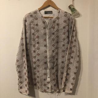 AYUITE - AYUITE フラワー刺繍バンドカラーシャツ