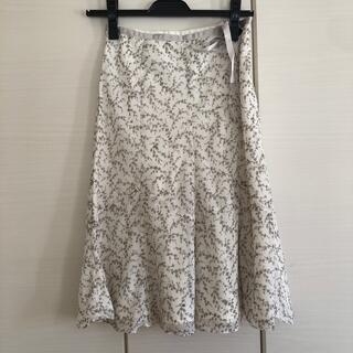 エニィスィス(anySiS)の花柄スカート(ひざ丈スカート)