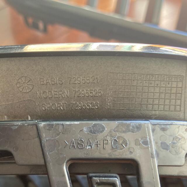 BMW(ビーエムダブリュー)のBMW F22 M235 Mパフォーマンス ブラックキドニーグリル 自動車/バイクの自動車(車種別パーツ)の商品写真