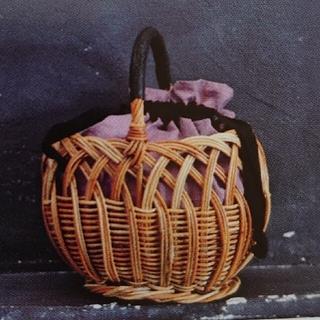 ハグオーワー(Hug O War)のジュルネ アン ローズ フレンチリネン中袋付き透かし編みバスケット(かごバッグ/ストローバッグ)