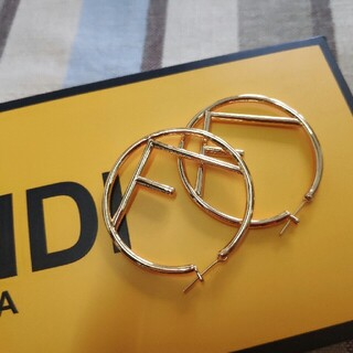FENDI - ♥ファッション小物♥ FENDIフェンディ ピアス 刻印ロゴ 美品