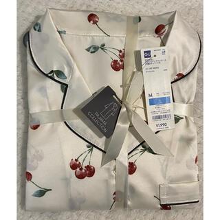 ジーユー(GU)の新品 GU 大人色気上品 サテンパジャマワンピース 花柄 長袖 白色 Mサイズ(ルームウェア)