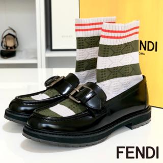フェンディ(FENDI)の1130 極美品 フェンディ レザー ローファー ソックス付き 黒(ローファー/革靴)