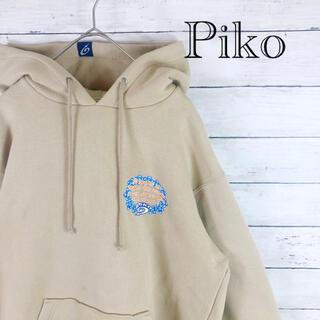 ピコ(PIKO)の90.s ピコ クリームベージュプルオーバーパーカー バックプリント(パーカー)