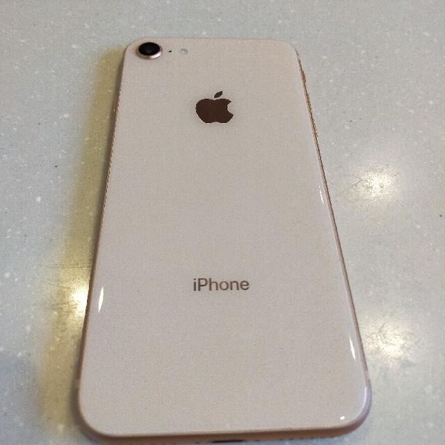 iPhone(アイフォーン)のiphone8 ゴールド64GB スマホ/家電/カメラのスマートフォン/携帯電話(スマートフォン本体)の商品写真