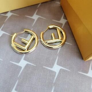 FENDI - 美品/両耳 Fendi フェンディ ピアス ゴールド レディース