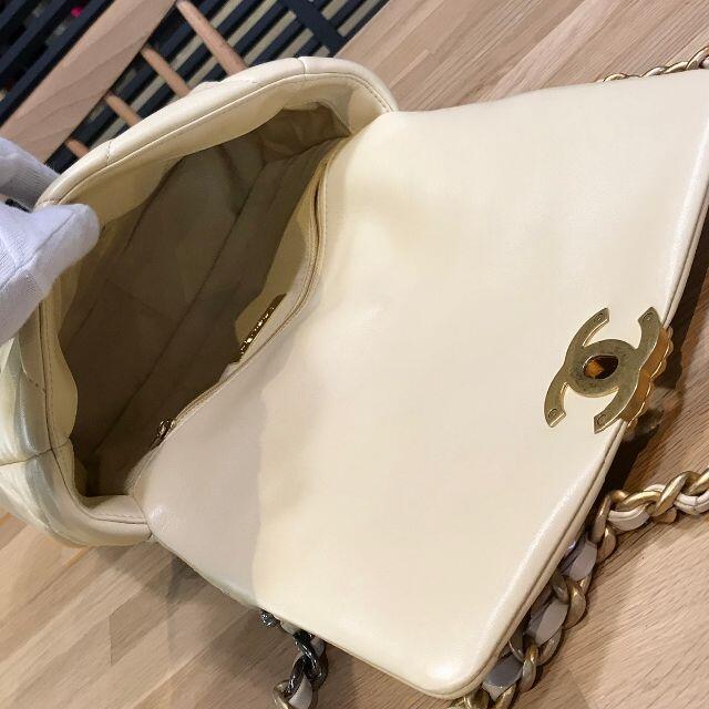 CHANEL(シャネル)の新品未使用 シャネル 現行 CHANEL19 フラップバッグ ショルダー バッグ レディースのバッグ(ショルダーバッグ)の商品写真