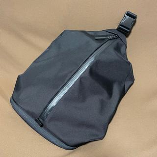 アーバンリサーチ(URBAN RESEARCH)のAER Sling Bag2 Black エアー スリングバッグ2 ブラック(ショルダーバッグ)