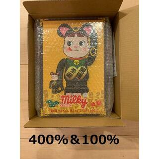 メディコムトイ(MEDICOM TOY)のBE@RBRICK 招き猫 ペコちゃん 黒メッキ 100% & 400%(その他)
