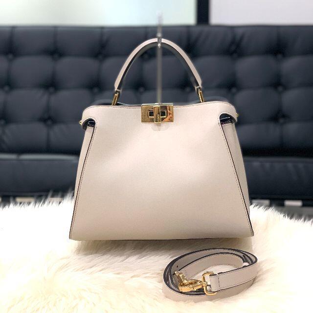 FENDI(フェンディ)の極美品 フェンディ ピーカブー アイコニック エッセンシャリー アイボリー レディースのバッグ(ハンドバッグ)の商品写真