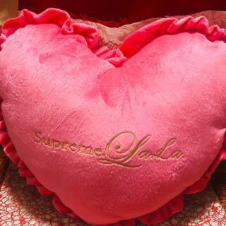 シュープリームララ(Supreme.La.La.)の巨大なハートクッション 抱き枕 Supreme.La.La.シュープリームララ(クッション)