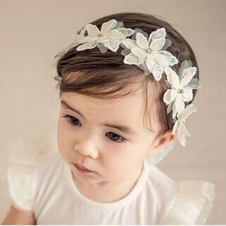 ベビー ヘアバンド ヘアアクセサリー カチューシャ お祝い 白 フラワー 髪飾り