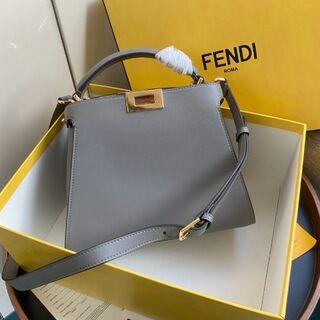 FENDI - 値下不可 フェンディ ピーカブー アイコニック エッセンシャリー ハンドバッグ