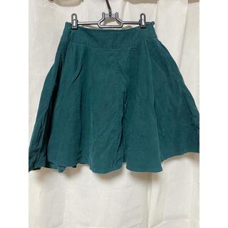 緑色のグリーンスウェードスカート(ミニスカート)