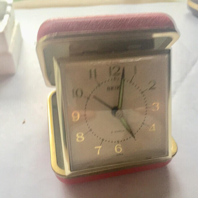SEIKO(セイコー)のSEIKOトラベルアラーム 手巻き時計 赤 【デッドストック】 インテリア/住まい/日用品のインテリア小物(置時計)の商品写真