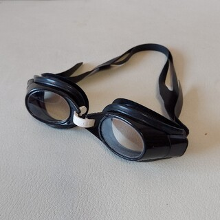 Gucci - GUCCI (グッチ) ゴーグル 水泳用 プール ロゴ 保存袋付 中古美品
