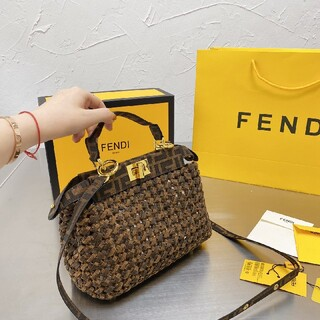 フェンディ(FENDI)のフェンディ ショルダーバッグ FENDI トートバッグ(洋画)