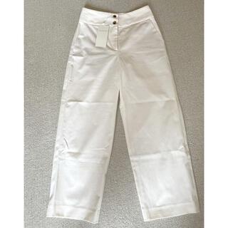 トゥモローランド(TOMORROWLAND)の❤️新品未使用❤️トゥモローランド   パンツ オフホワイト(カジュアルパンツ)