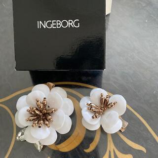 インゲボルグ(INGEBORG)の新品未使用 花型コサージュ 大小2個セット(ブローチ/コサージュ)