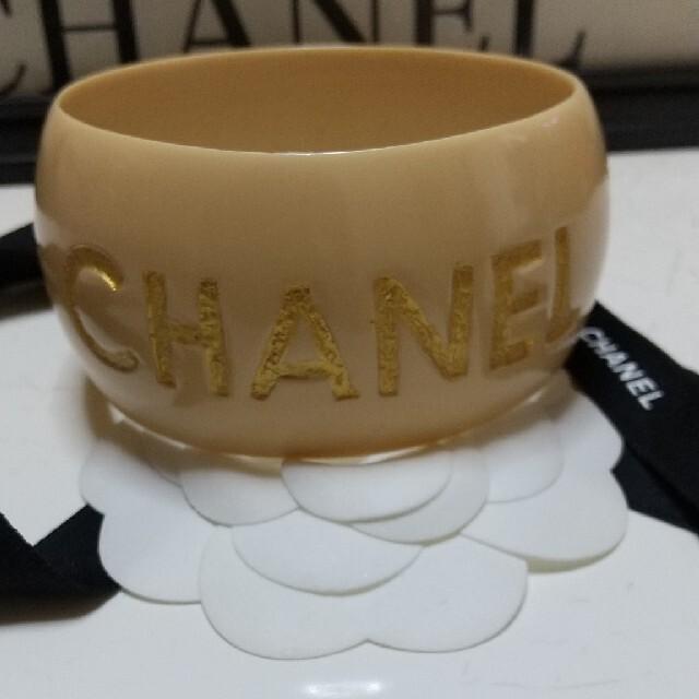 CHANEL(シャネル)のCHANELに盗用された  メッセージバングル0502美品 レディースのアクセサリー(ブレスレット/バングル)の商品写真