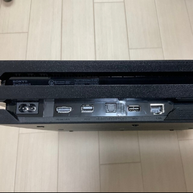PlayStation4(プレイステーション4)のプレステ4 pro  7100B 【1TB】ソフト5本セット! エンタメ/ホビーのゲームソフト/ゲーム機本体(家庭用ゲーム機本体)の商品写真
