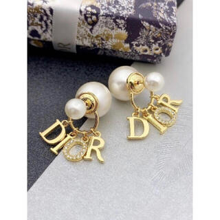 Dior - 新品未使用 大人気Diorパールピアス