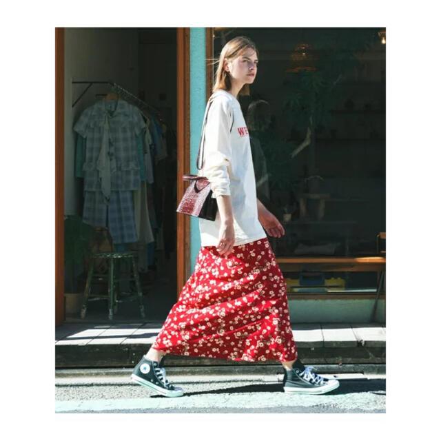 IENA(イエナ)のロペマドモアゼル 黒 花柄 ヴィンテージライクフラワーマーメイドスカート レディースのスカート(ロングスカート)の商品写真