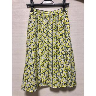クイーンズコート(QUEENS COURT)のQUEENS COURT レモン柄スカート(ひざ丈スカート)