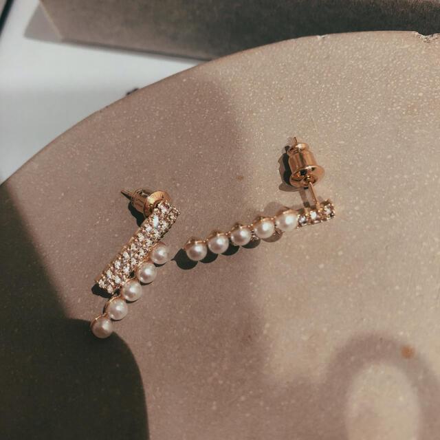 4℃(ヨンドシー)の5連パールビジューピアス キラキラピアスS#35ゴルード レディースのアクセサリー(ピアス)の商品写真