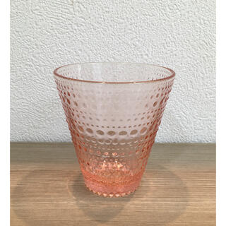 イッタラ(iittala)の《美品》イッタラ カステヘルミ 【限定色】 サーモンピンク グラス(食器)