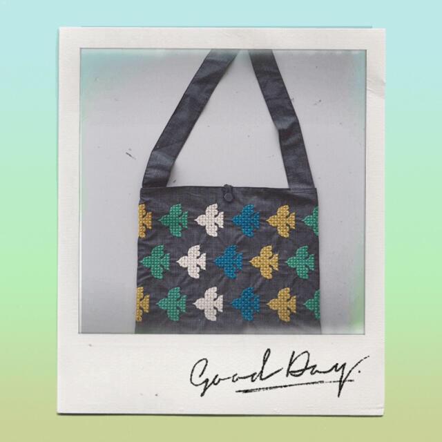 mina perhonen(ミナペルホネン)のミナペルホネン  robin sash bag  サッシュバッグ 🎵 レディースのバッグ(ショルダーバッグ)の商品写真