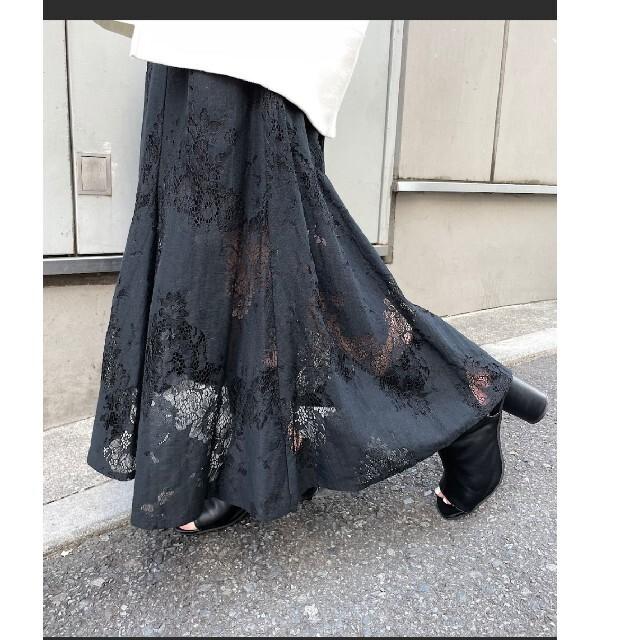 who's who Chico(フーズフーチコ)のwho's who Chico 総レースフレアロングスカート 新品未使用タグ付 レディースのスカート(ロングスカート)の商品写真
