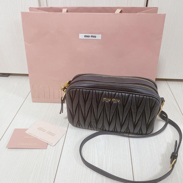 miumiu(ミュウミュウ)のnちゃん様専用 レディースのバッグ(ショルダーバッグ)の商品写真
